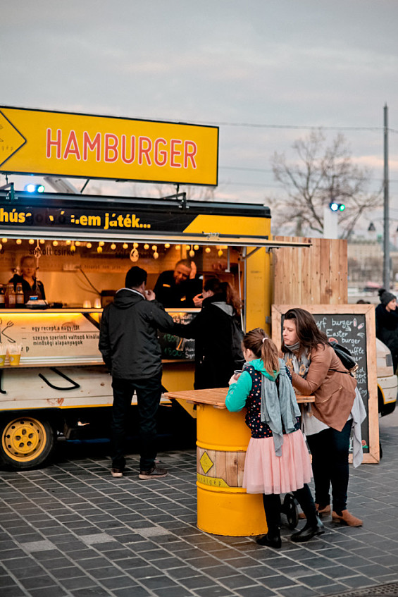 2d6474565a Milliárdos forgalom a food truckoknál - Outdoor/indoor hírek ...