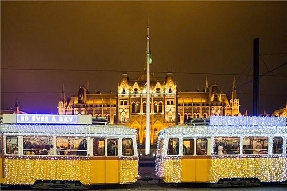 8e39d4a4d8 Elindult az adventi fényvillamos Budapesten - Outdoor/indoor hírek ...